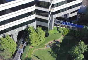 Premier_Plaza_courtyard